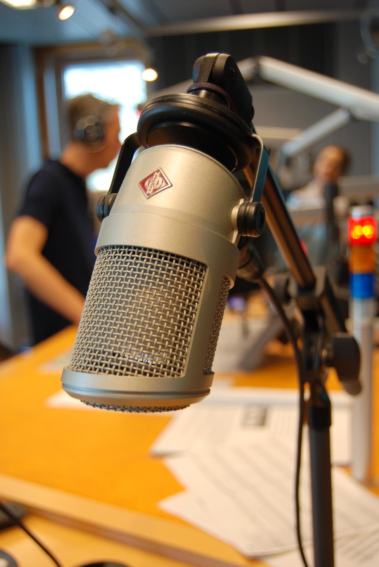 on-air-764507_1920